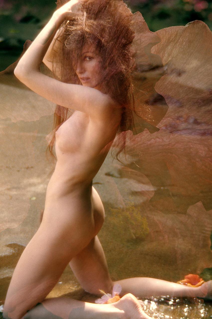naked blond girls having threesomes